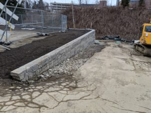 Concorde retaining wall installed at a commercial site east of Pittsburgh. Completed 2020. Segmental Retaining Wall